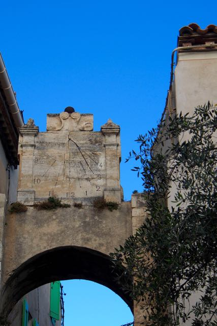 Bages Arch Clock.